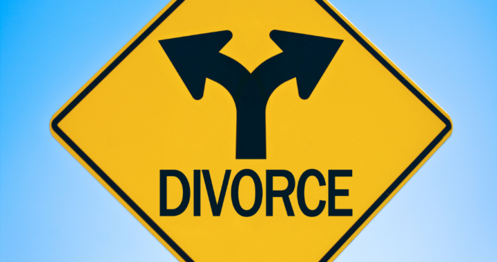 Road sign with divorce and left and right arrows.